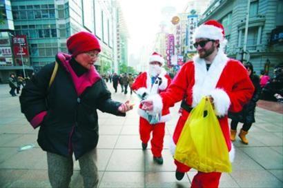 职业圣诞老人1月可赚10万 请一名正版的得花20万(图)
