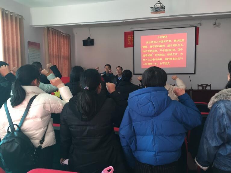 宏丰棋牌充值师范大学马克思主义学院赴柳湾村开展扶贫帮扶主题党日活动