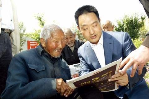 全国最美村官裴春亮:党员干部带头 群众自然跟着走